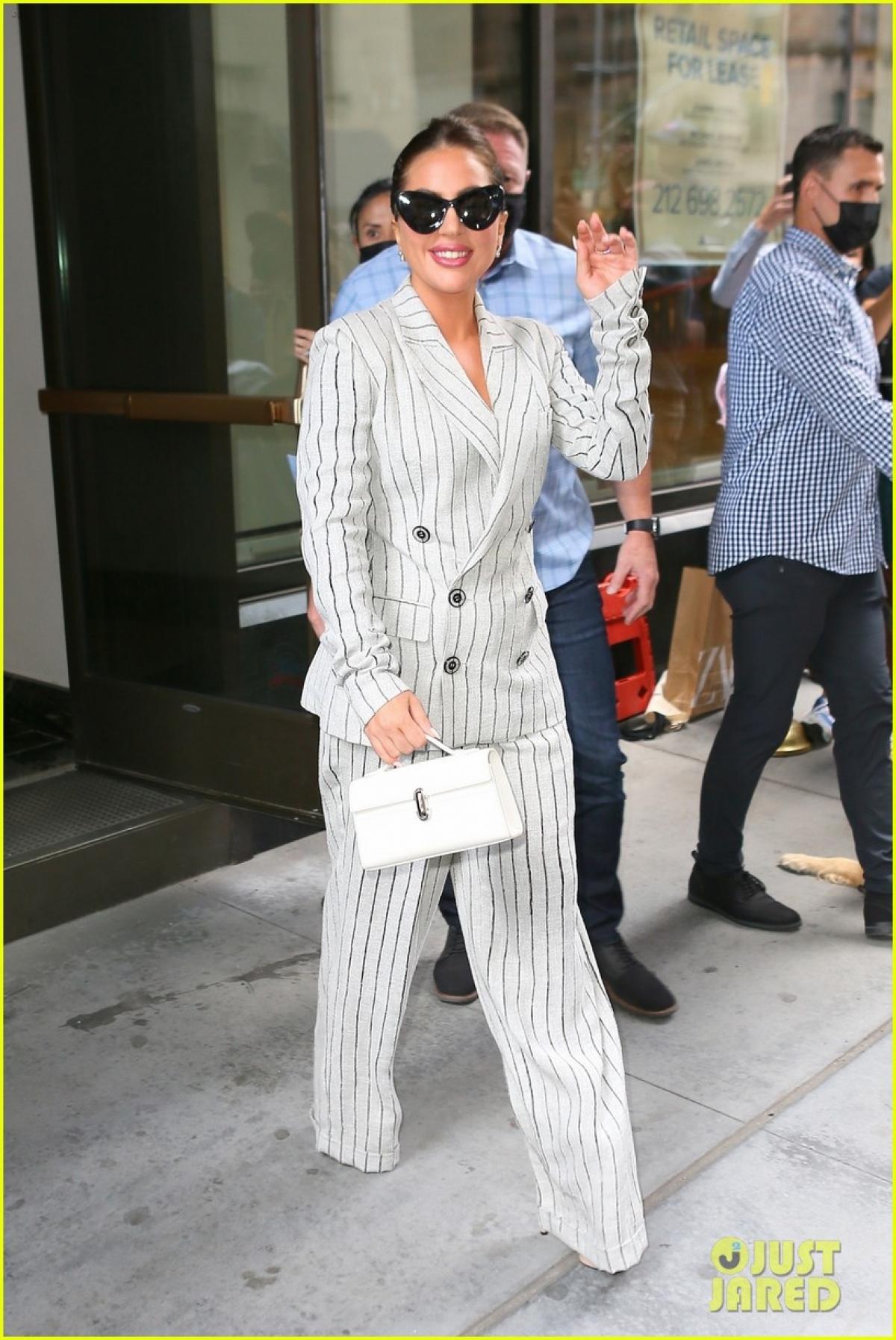 Lady Gaga luôn gây ấn tượng bởi gu thời trang đẳng cấp cùng lối trang điểm khác lạ.