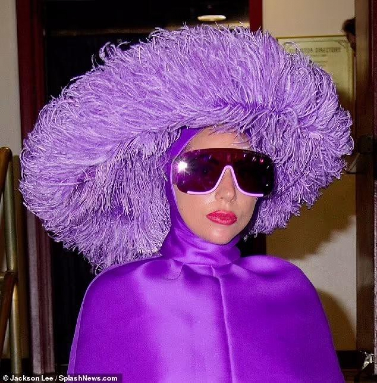 """Lady Gaga hoàn toàn lột xác khỏi hình tượng cô ca sĩ Ally trong """"A Star is Born"""", khoác lên mình một vai diễn nặng tâm lý và số phận phức tạp trong phim """"House Of Gucci""""."""