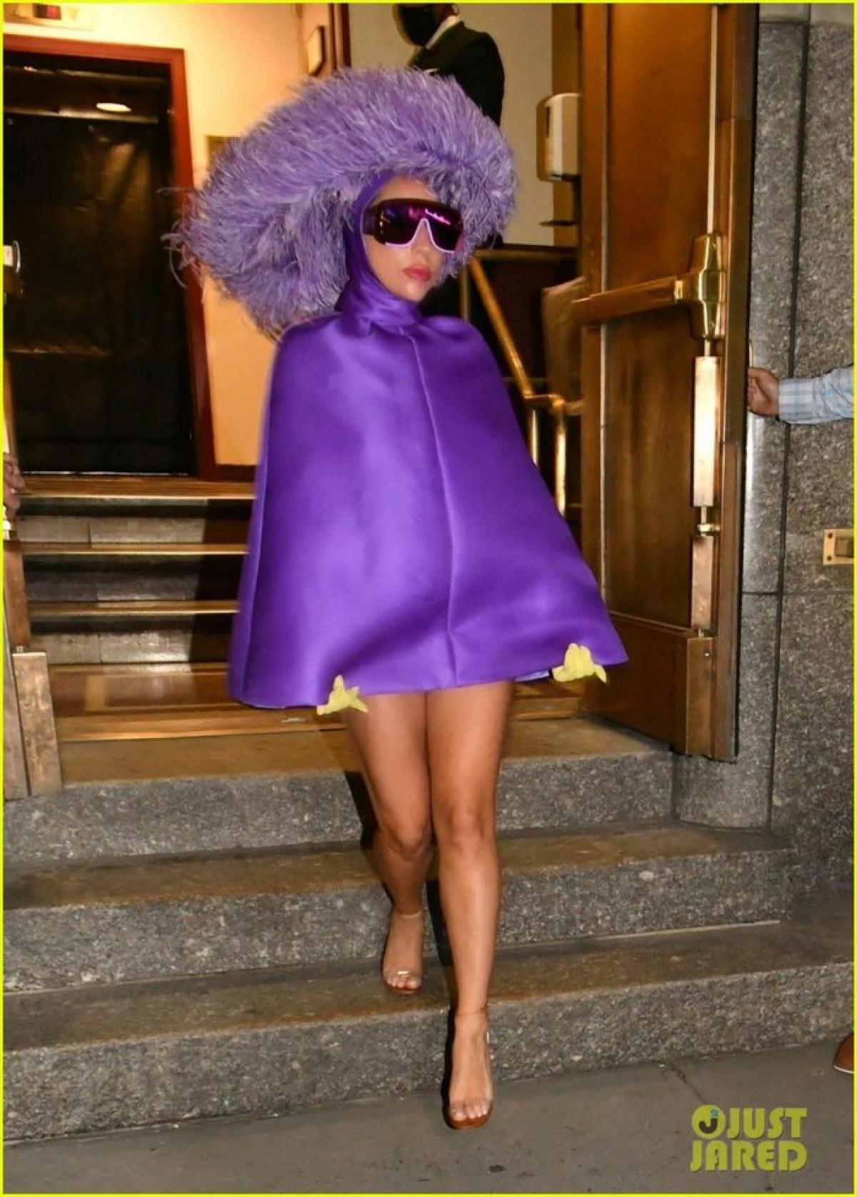 """Lady Gaga hoàn toàn """"lột xác"""" khỏi hình tượng cô ca sĩ Ally trong """"A Star is Born"""", khoác lên mình một vai diễn nặng tâm lý và số phận phức tạp trong phim """"House Of Gucci""""."""