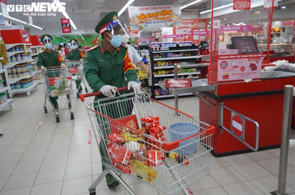It takes forces approximately 30 minutes to complete orders with the assistance of staff from the supermarket.