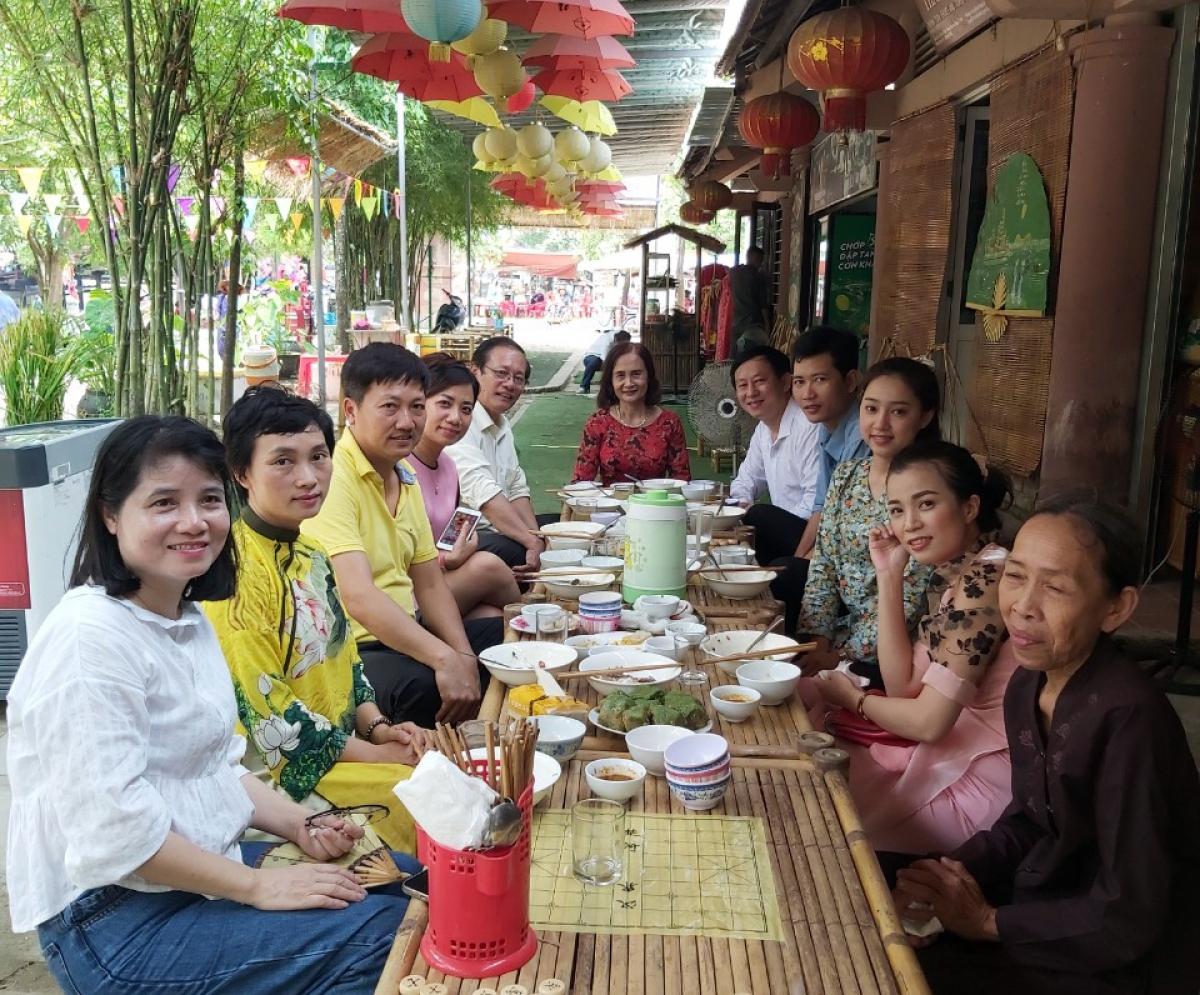 """Những năm qua, văn hóa ẩm thực đã làm tốt vai trò """"đại sứ du lịch"""" cho khu vực miền Trung. Nguồn: Lý Đình Quân"""