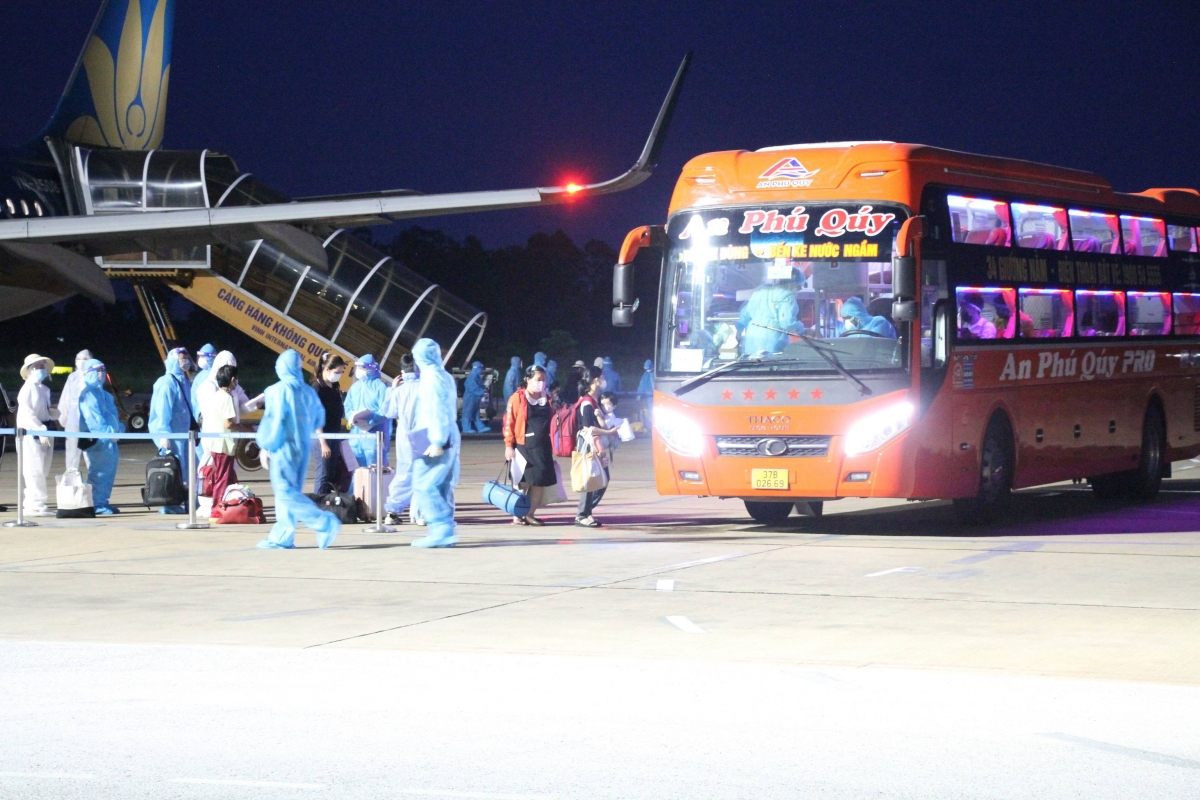 217 hành khách về trên chuyến bay đầu tiên