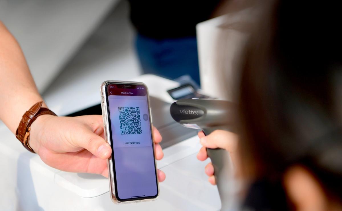 Việc cho phép đăng ký trước thông qua ứng dụng điện thoại giúp hạn chế tương tác giữa người đi tiêm và người phụ trách xác nhận thông tin, tiết giảm bước nhập liệu so với cách làm thông thường.