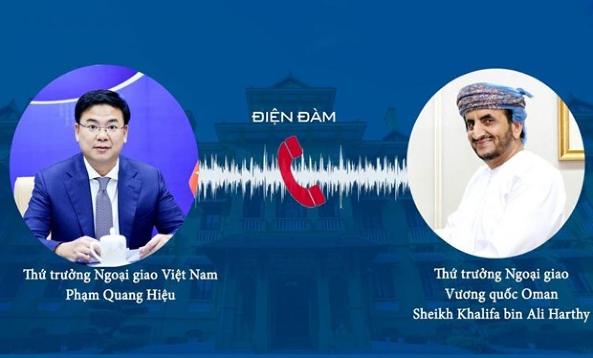 Vietnamese Deputy Minister of Foreign Affairs Pham Quang Hieu (left)and Omani Undersecretary for Diplomatic AffairsSheikh Khalifa Bin Ali Al Harthy.(right). (Photo: VNA)