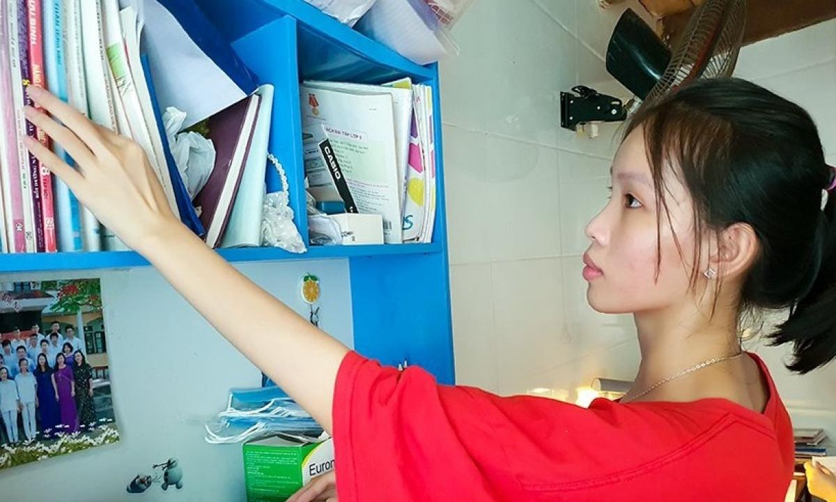 Dù gia cảnh khó khăn, Phạm Thị Diệu Hằng luôn nỗ lực học tập.