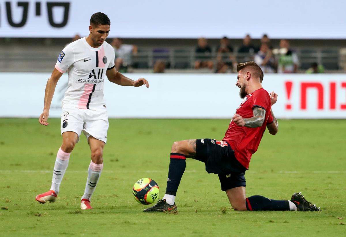 Tân binh đắt giá Hakimi có trận đấu ra mắt chính thức PSG không như kỳ vọng. (Ảnh: Reuters).