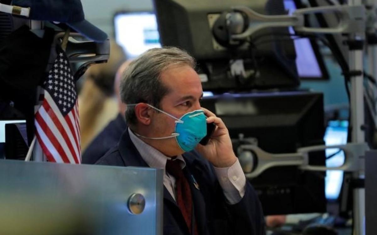 Sàn chứng khoán New York (Mỹ) thời kỳ Covid-19 năm 2020. Ảnh: Reuters.