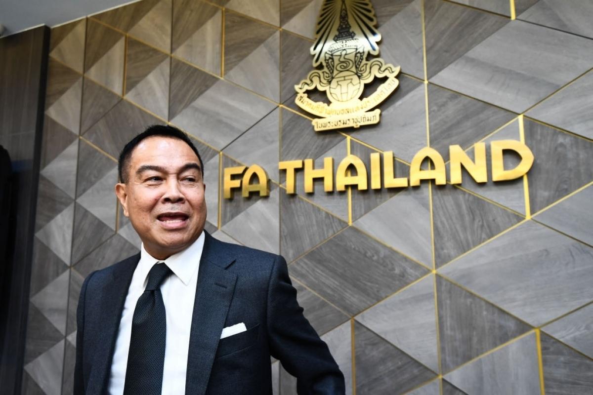 Chủ tịch LĐBĐ Thái Lan - Somyot Poompunmuang đã thay tới 4 HLV (Ảnh: Getty).