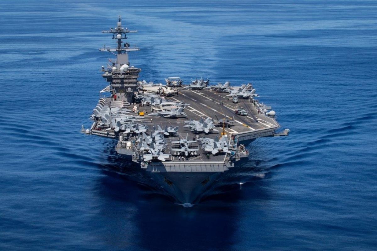 Tàu sân bay lớp Nitmitz USS Carl Vinson của Mỹ ở Thái Bình Dương, ngày 13/6. Ảnh: Hải quân Mỹ