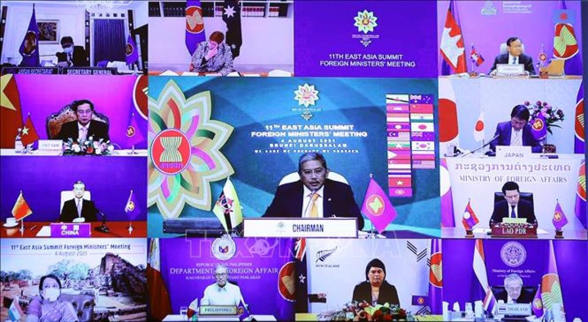 Bộ trưởng Ngoại giao các nước tham dự Hội nghị Bộ trưởng Ngoại giao Cấp cao Đông Á (EAS) lần thứ 11 theo hình thức trực tuyến.