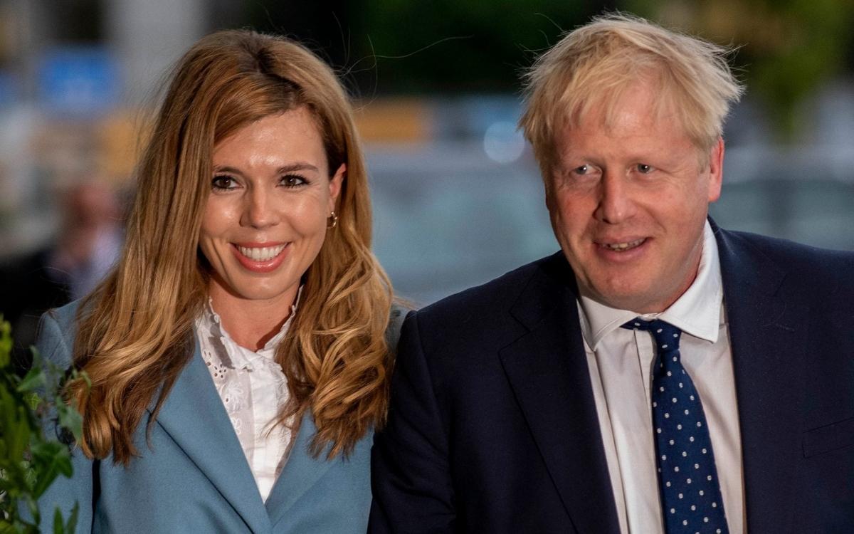 Thủ tướng Anh Johnson và bà Symonds. Ảnh: Telegraph.