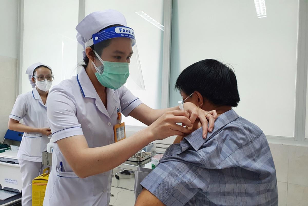 Tiêm vaccine ngừa COVID-19 tại Bệnh viện Đa khoa Đồng Nai (Ảnh: CDC tỉnh Đồng Nai)