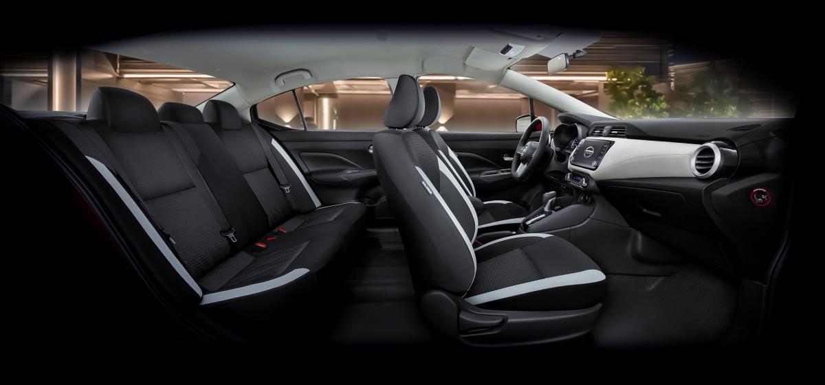 Ghế lái của Nissan Almera là loại không trọng lực được thiết kế dựa trên công nghệ NASA, giúp người ngồi cảm thấy thoải mái hơn. Tuy nhiên, ghế ngồi của xe chỉ được bọc nỉ.