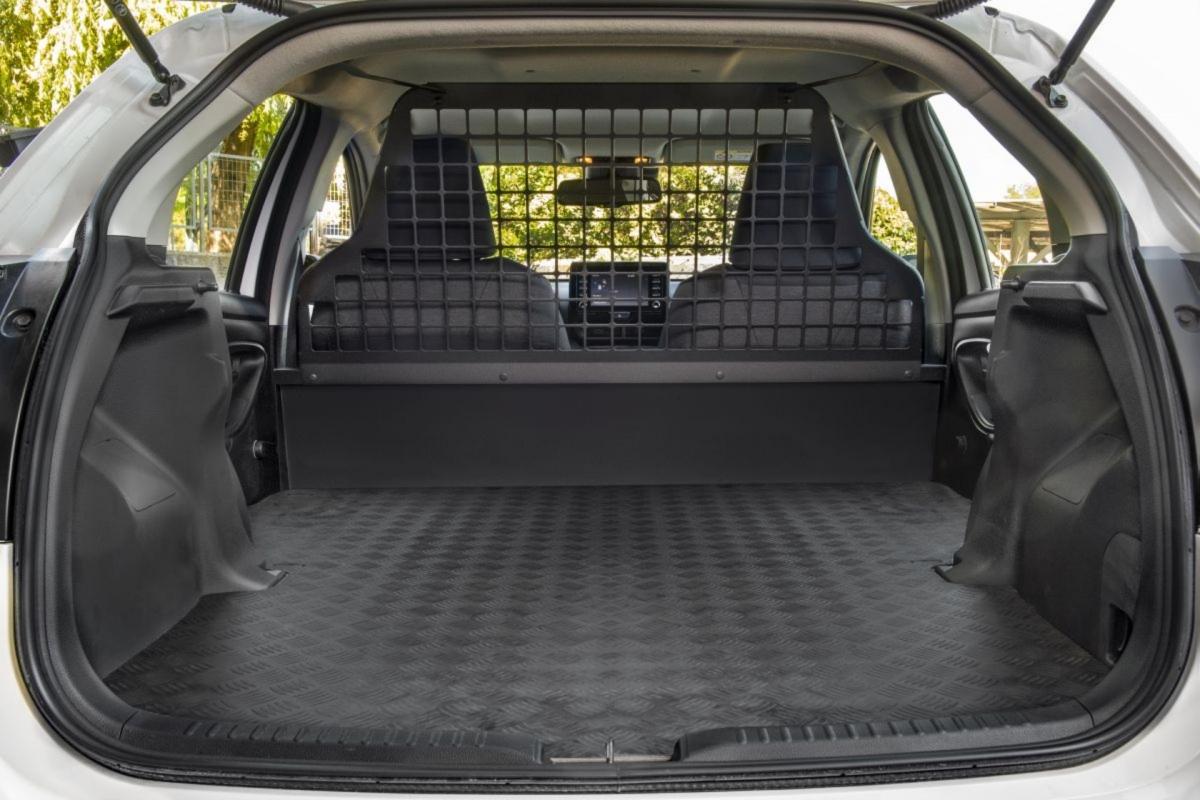 Trong khi phiên bản trở khách của chiếc Yaris cũng được bán tại Châu Âu với động cơ xăng 1.0L và 1.5L, chiếc ECOVan sẽ chỉ duy nhất phiên bản Hybrid, cho phép xe di chuyển thoải mái ở trung tâm thành phố Madrid.