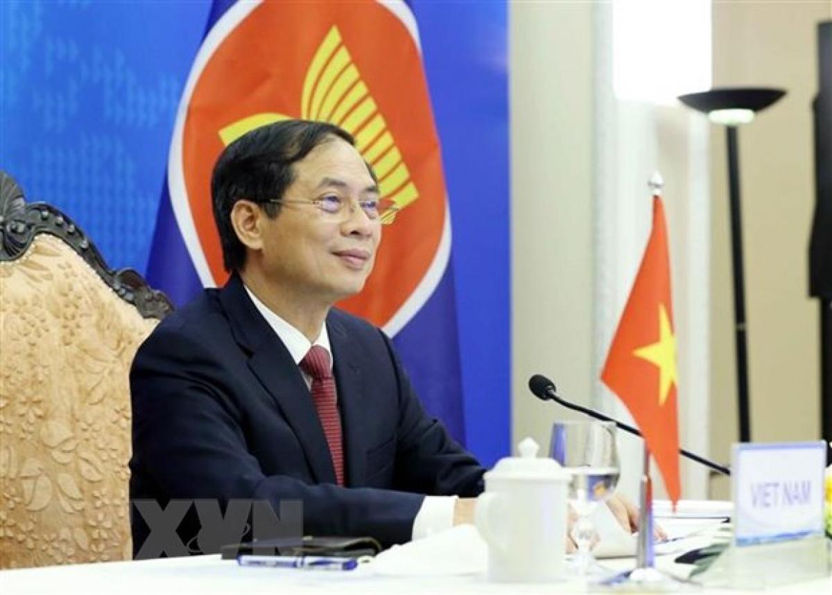 Bộ trưởng Bộ Ngoại giao Bùi Thanh Sơn tham dự Hội nghị Ủy ban khu vực Đông Nam Á không có vũ khí hạt nhân (SEANWFZ) theo hình thức trực tuyến. (Ảnh: Phạm Kiên/TTXVN)