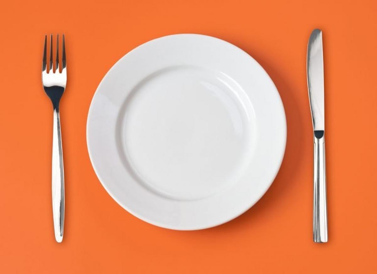 Tránh nguy cơ rối loạn ăn uống: Rối loạn ăn uống hạn chế/né tránh, hay thường gọi là kén ăn, biểu hiện qua triệu chứng từ chối ăn một số thực phẩm nhất định hoặc từ chối ăn bất kỳ thực phẩm nào do phản ứng tiêu cực đối với một số màu sắc, kết cấu hoặc mùi vị của thực phẩm đó. Hậu quả là người bệnh có thể bị suy dinh dưỡng và sụt cân nghiêm trọng./.