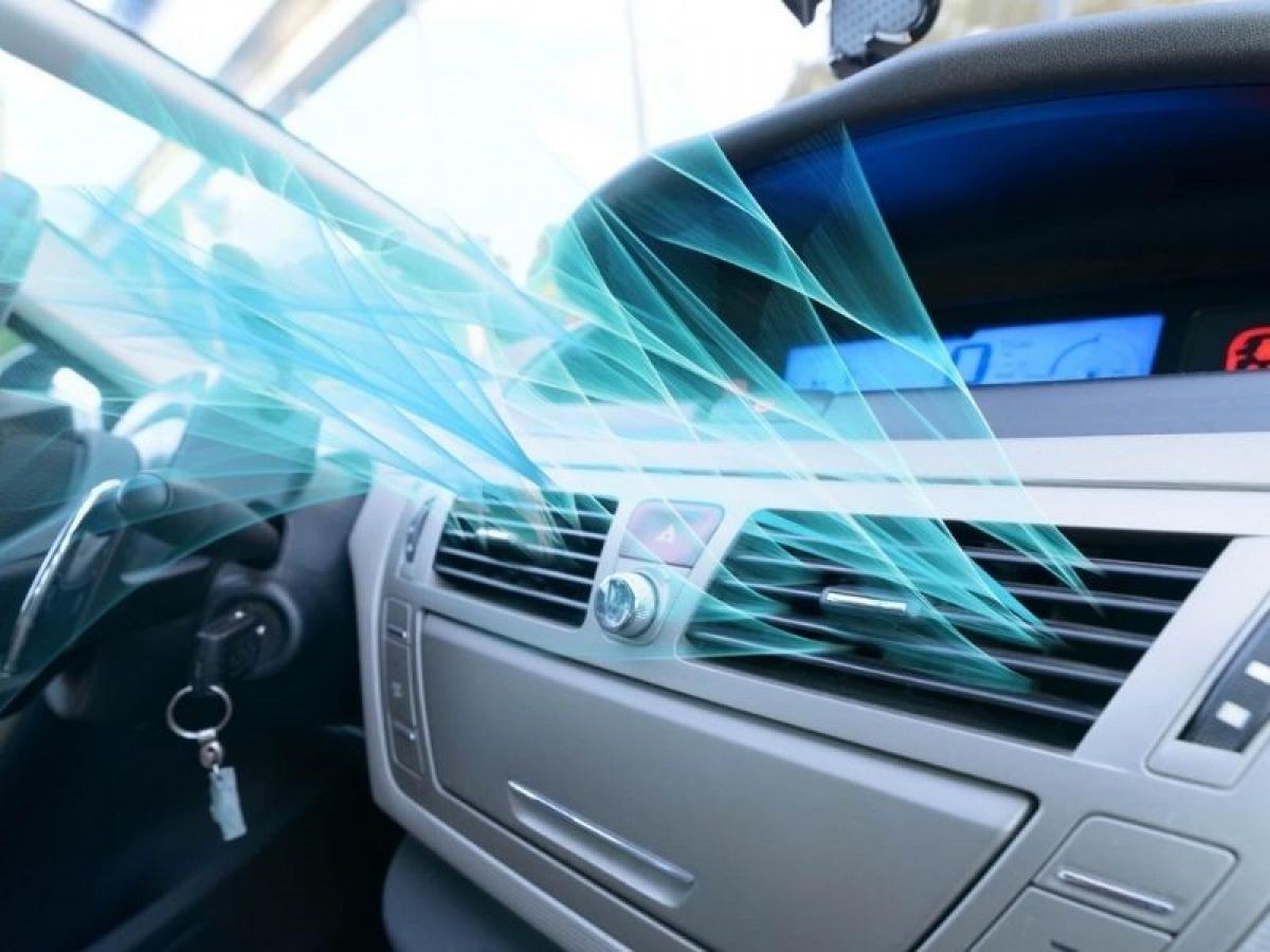 Điều hòa ô tô sau một thời gian sử dụng, vận hành sẽ phát sinh mùi hôi.