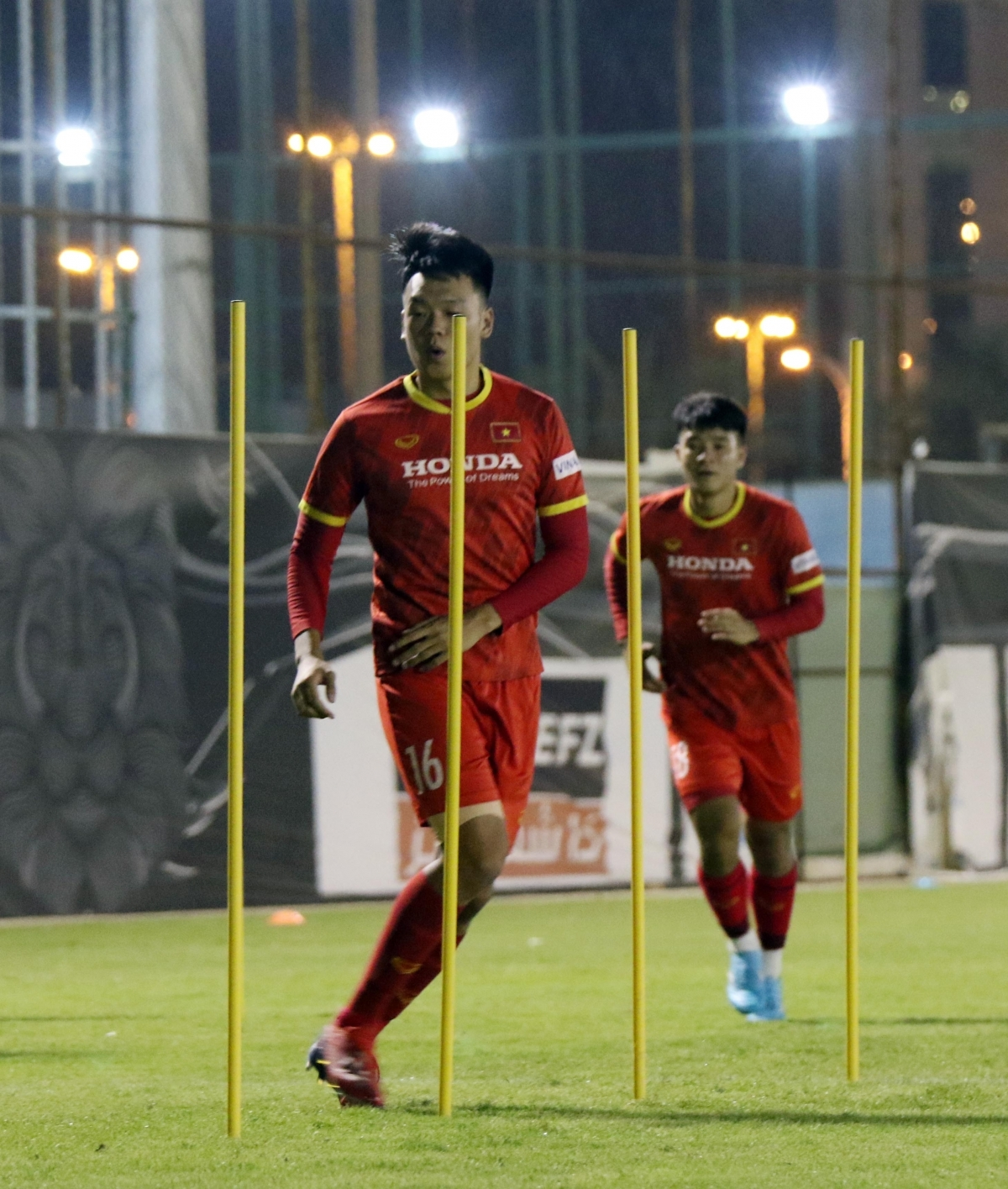 Some footballers such as Thanh Chung are recovering from recent injuries.