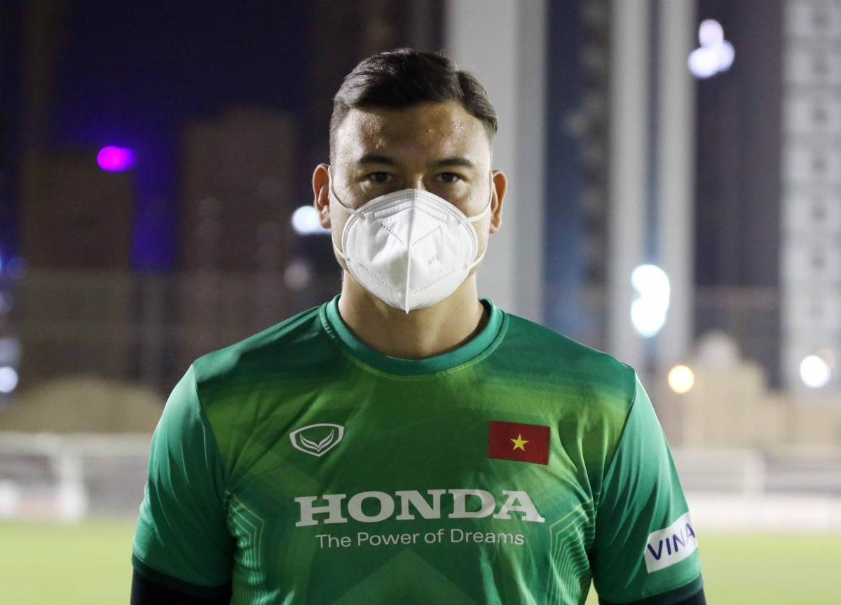 In an interview with the media, goalkeeper Dang Van Lam shows his delight and eagerness to meet his teammates after two years of not playing for the national squad. The 28-year-old goalie who is playing for a Japanese side is taking steps to adapt to new time zone and weather in Saudi Arabia.