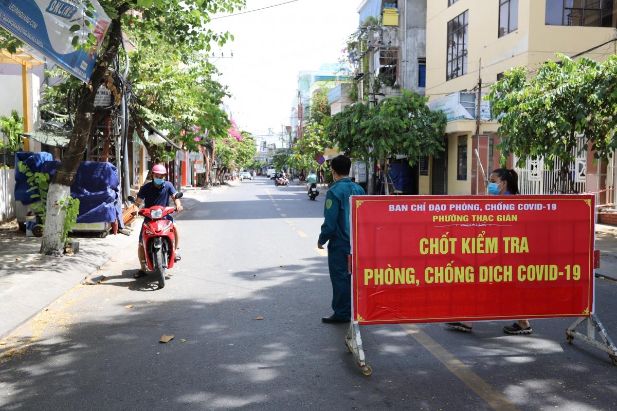 Chốt kiểm tra đầu đường Phan Thanh, phường Thạch Gián, quận Thanh Khê, TP Đà Nẵng.