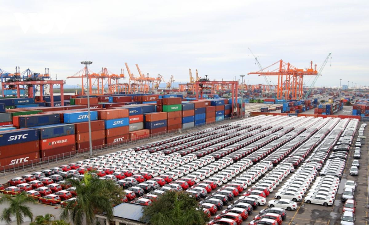 7 tháng, cả nước nhập khẩu 98.000 ô tô nguyên chiếc các loại