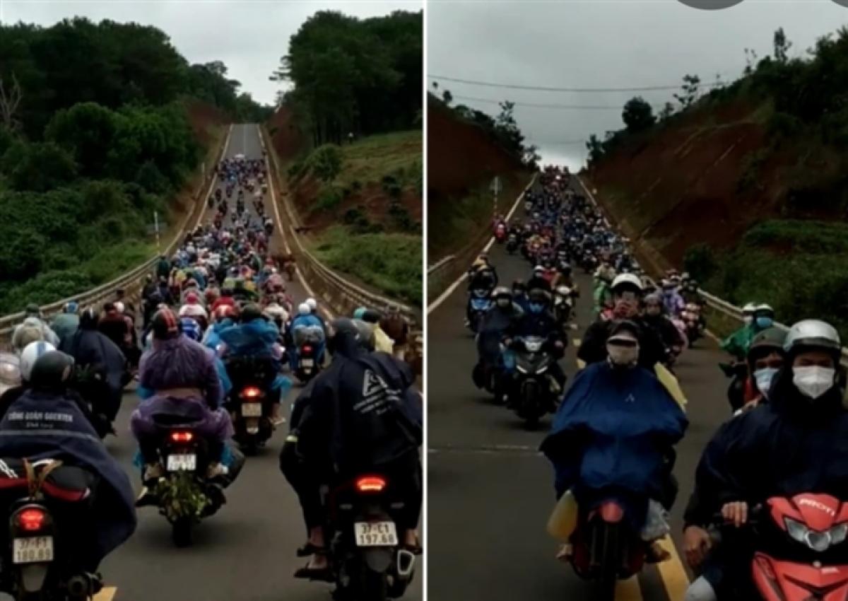 Hình ảnh người dân các tỉnh Quảng Bình, Hà Tĩnh, Nghệ An...về quê tránh dịch bằng xe máy trong những ngày qua.