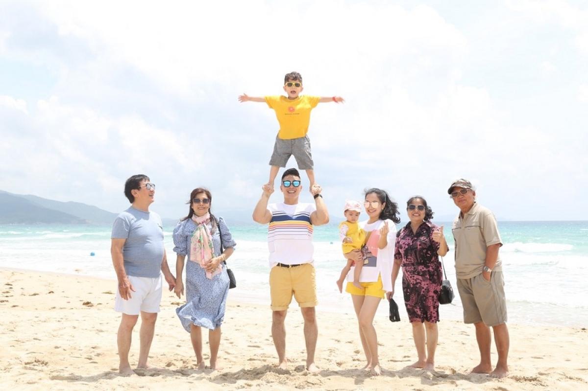 Cặp sao quan niệm hạnh phúc là khi đại gia đình được ở gần nhau, cùng quan tâm chăm sóc lẫn nhau.