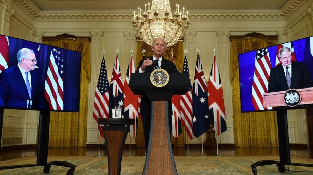 Từ trái sang: Thủ tướng Australia Scott Morrison, Tổng thống Mỹ Joe Biden và Thủ tướng Anh Boris Johnson tại buổi họp công bố về việc thiết lập AUKUS. (Ảnh: Getty Images).