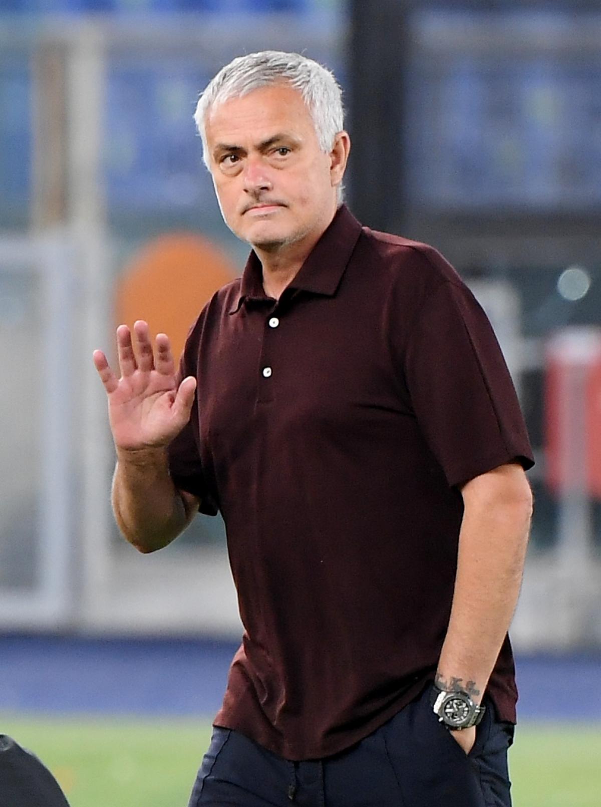 Rạng sáng ngày 13/9, HLV Mourinho dẫn dắt AS Roma đối đầuSassuolo ở vòng 3 Serie A 2021/2022.