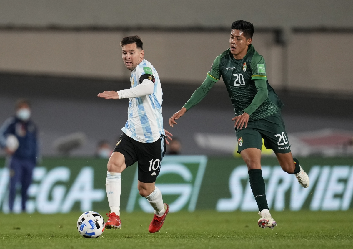 Messi bật khóc khi phá kỷ lục ghi bàn của huyền thoại Pele - Ảnh 2.