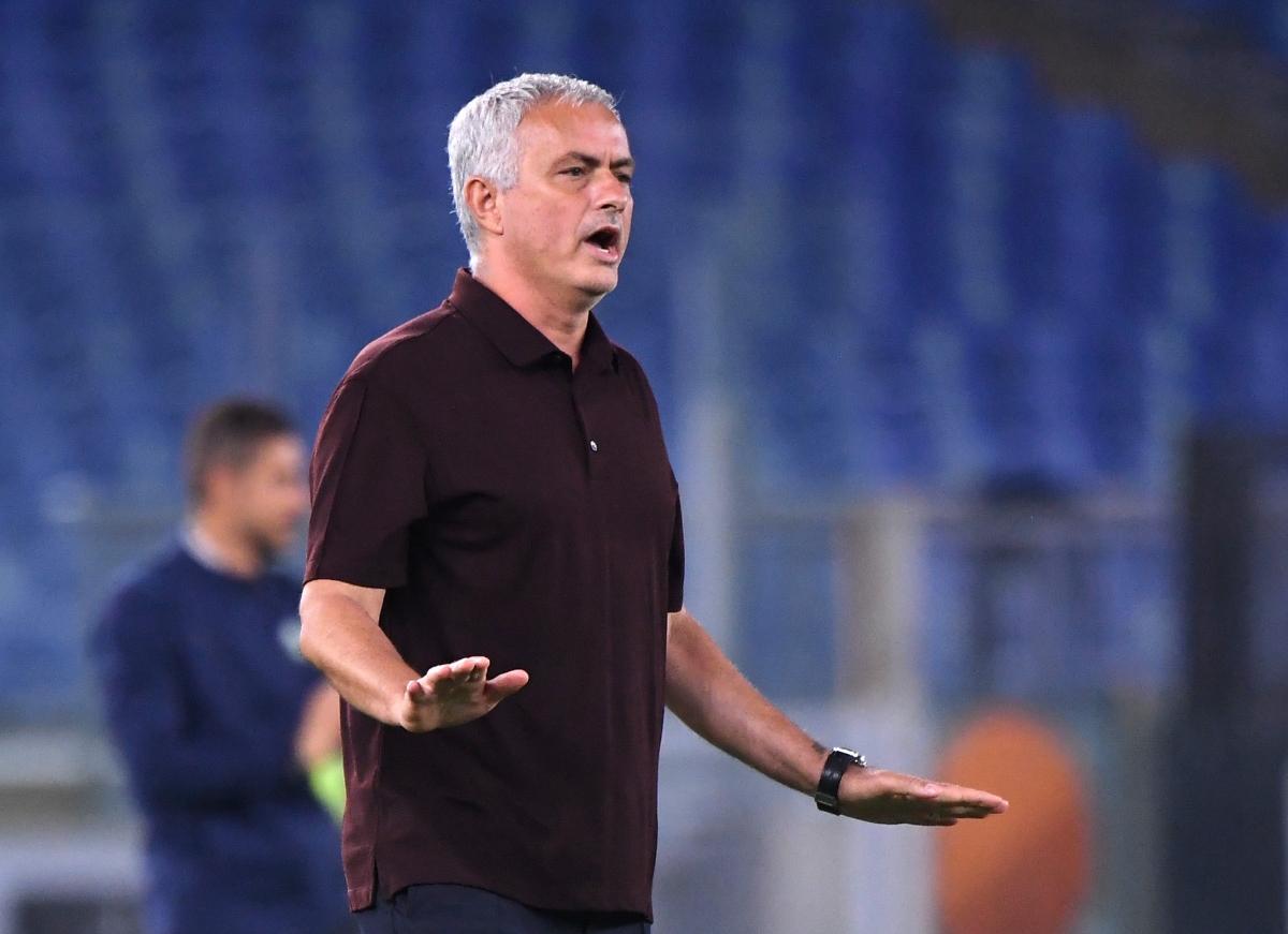 Có thời điểm HLV Mourinho yêu cầu các cầu thủ Roma đá chậm lại.