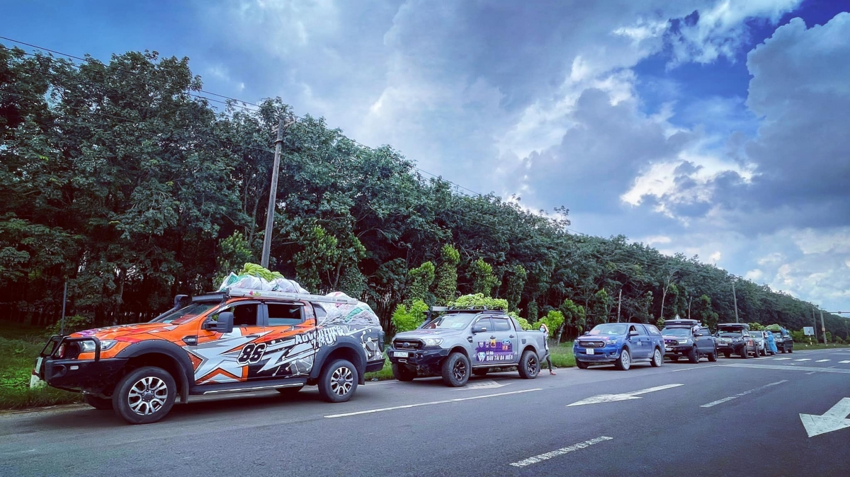 Các chuyến xe hỗ trợ nhu yếu phẩm cho bà con mùa dịch Covdi-19 doFord Việt Nam sẽ đồng hành các CLB xe bán tải.