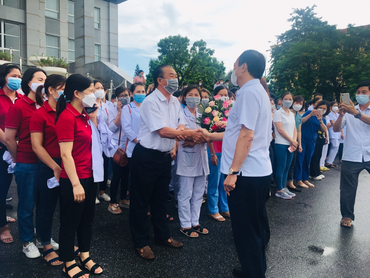 Hưng Yên: 500 cán bộ, y bác sĩ lên đường hỗ trợ Hà Nội chống dịch