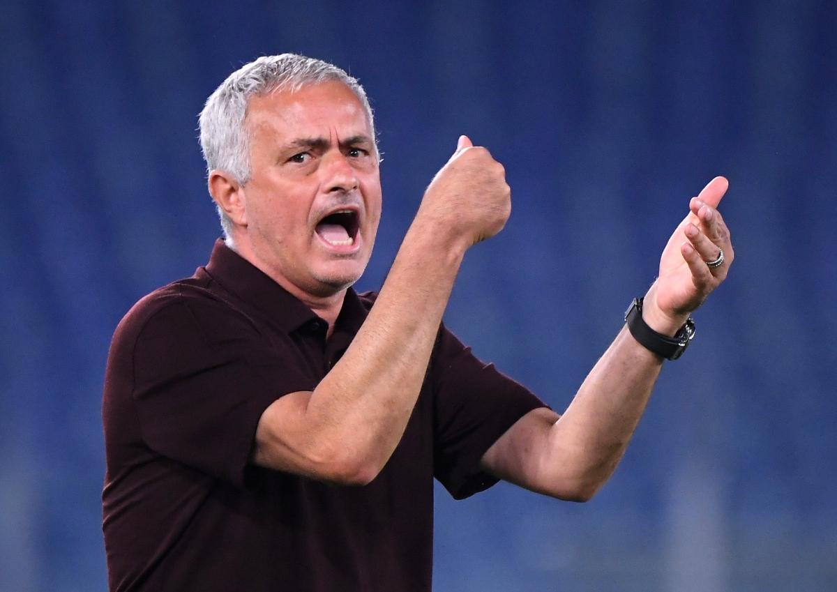 Vào thời điểm khó khăn khi Roma bị đối thủ cầm hòa 1-1, HLV Mourinho thúc giục các cầu thủ phải đá nhanh hơn.