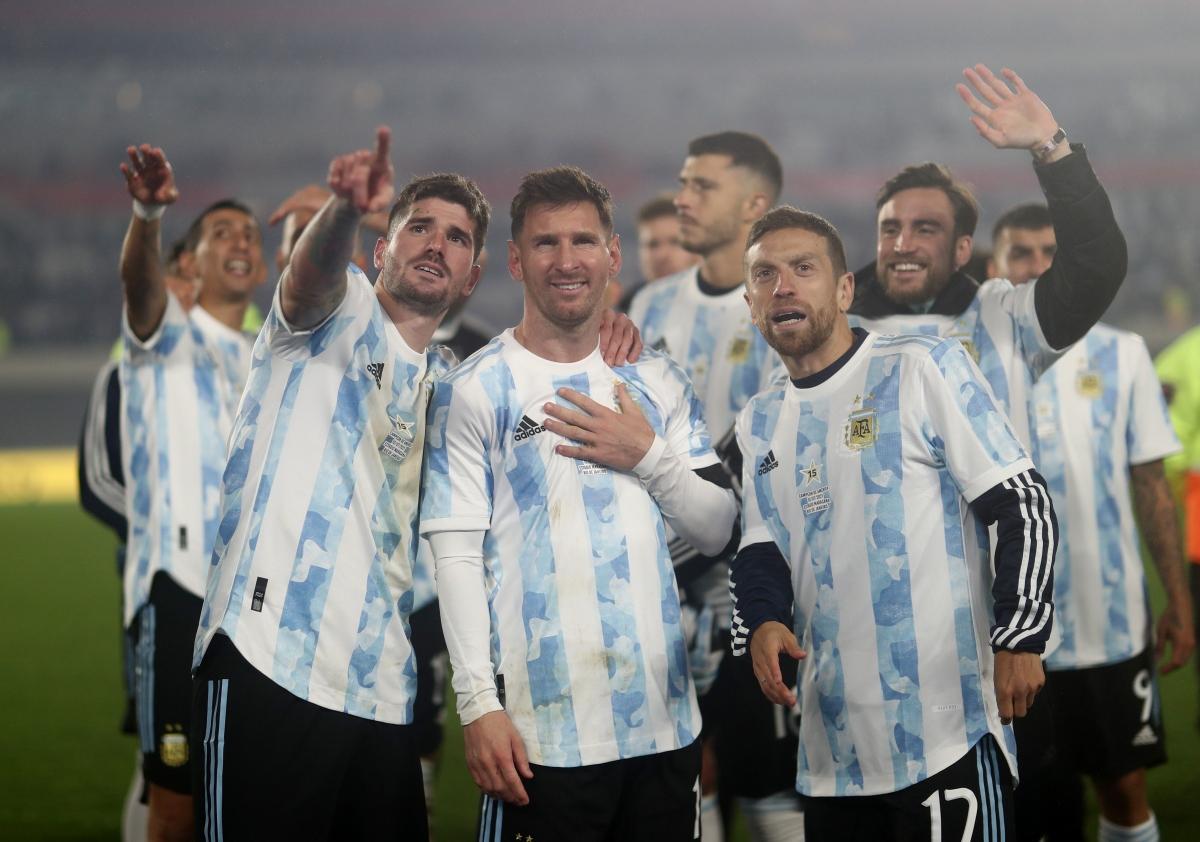 Messi bật khóc khi phá kỷ lục ghi bàn của huyền thoại Pele - Ảnh 8.