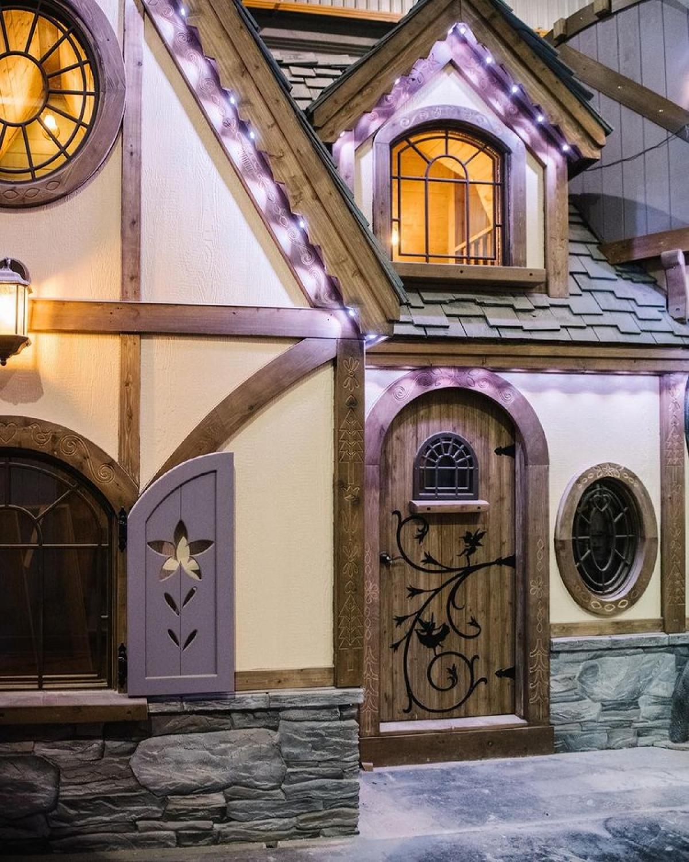 """Kể từ khi mở cửa cách đây 6 năm, những ngôi nhà này luôn """"cháy phòng"""" và là địa điểm nghỉ dưỡng của nhiều ngôi sao, trong đó có Steph CurryvàAli Landry."""
