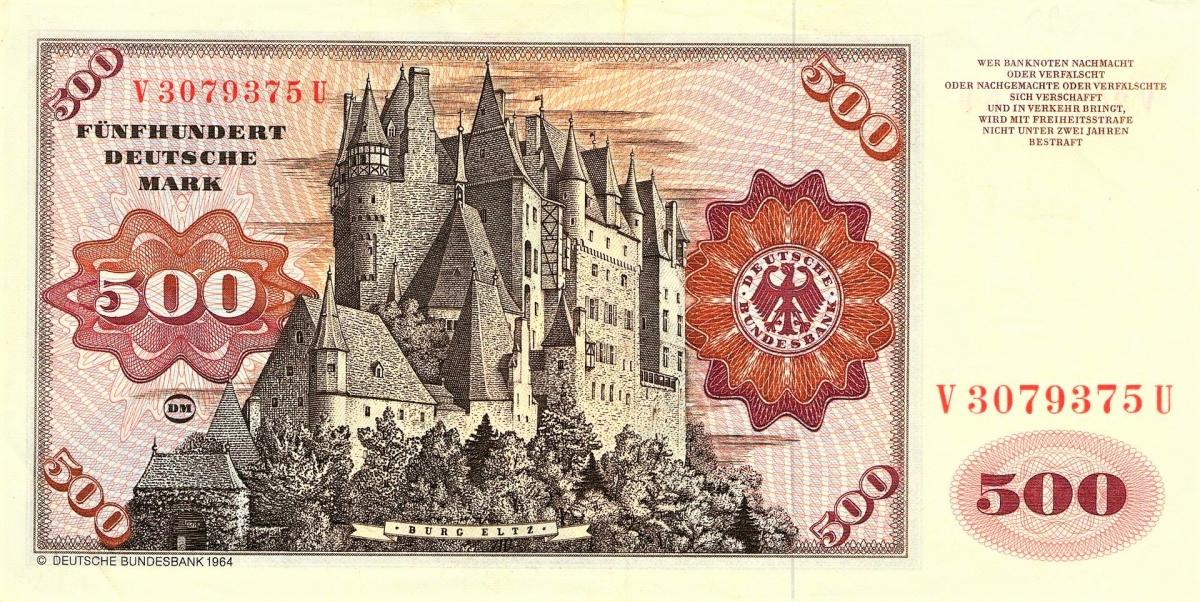 Lâu đài Eltz được sử dụng làm cảnh quay một số bộ phim. Bưu điện Đức đã xuất bản một loạt tem mô tả các lâu đài và Eltz được mô tả trên con tem 40 Pfennig và bưu thiếp, Eltz được in trên tờ tiền mệnh giá 500 DM vào những năm 1961-1995. Là niềm tự hào của nước Đức, hình ảnh lâu đài gắn với bao thăng trầm của lịch sử nước Đức và dòng họ Eltz cũng được trang trí trên trang chủ của Sách Trắng bên cạnh BMW, Nivea Cream... như một biểu tượng của văn hóa Đức. Ảnh:wikipedia.org./.