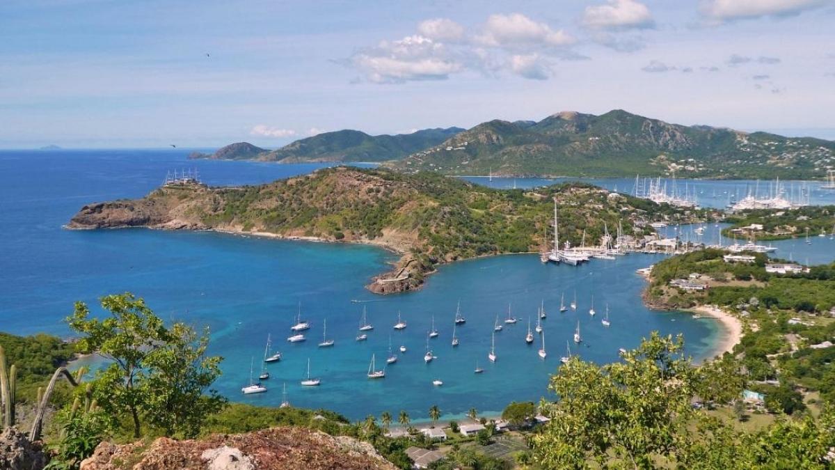 Montserrat là một hòn đảo tuyệt đẹp tại vùng biển Caribe. Nguồn: Canva