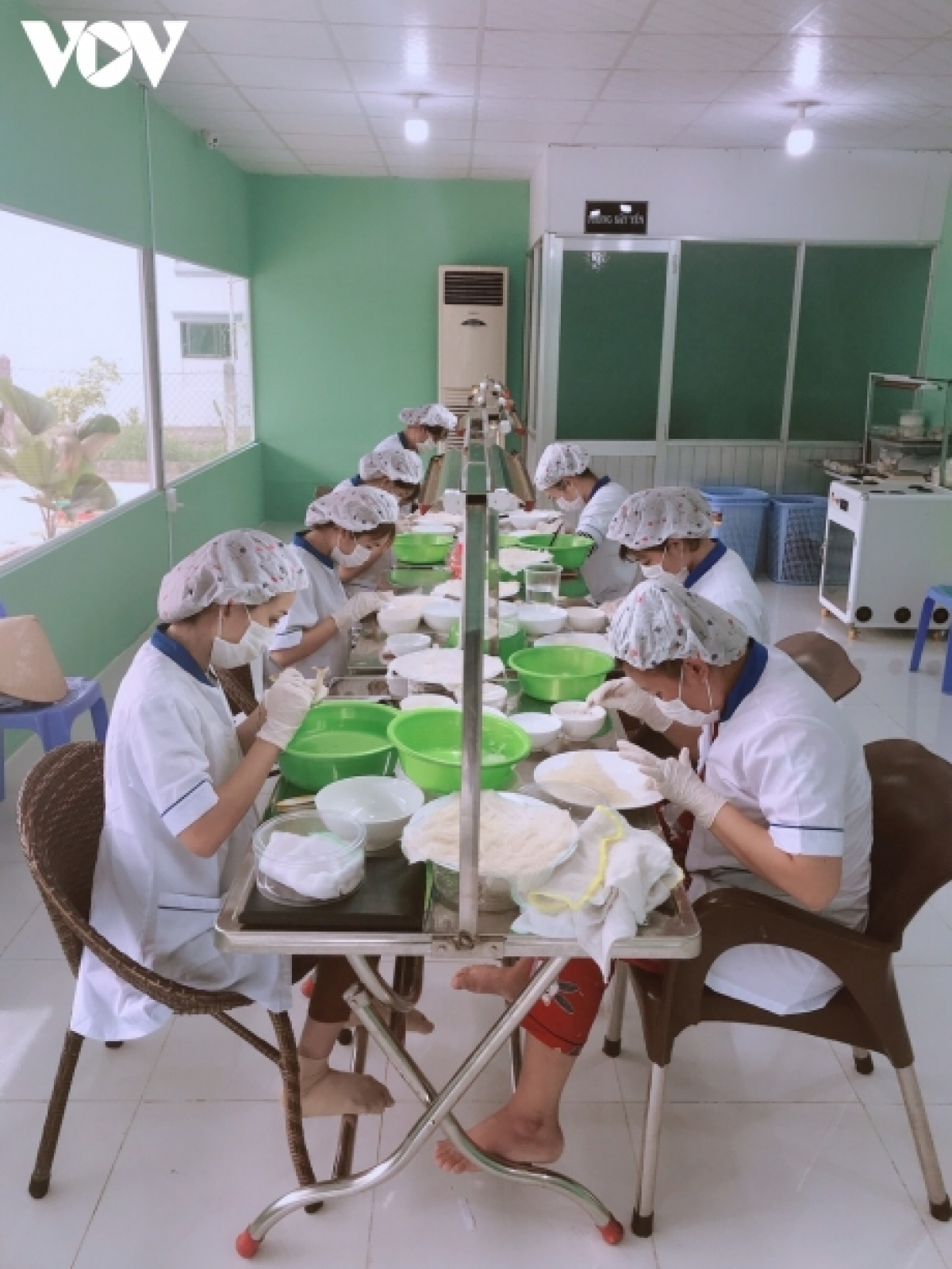 """Doanh nghiệp chế biến thủy hải sản ở huyện Cần Giờ sản xuất """"3 tại chỗ""""."""