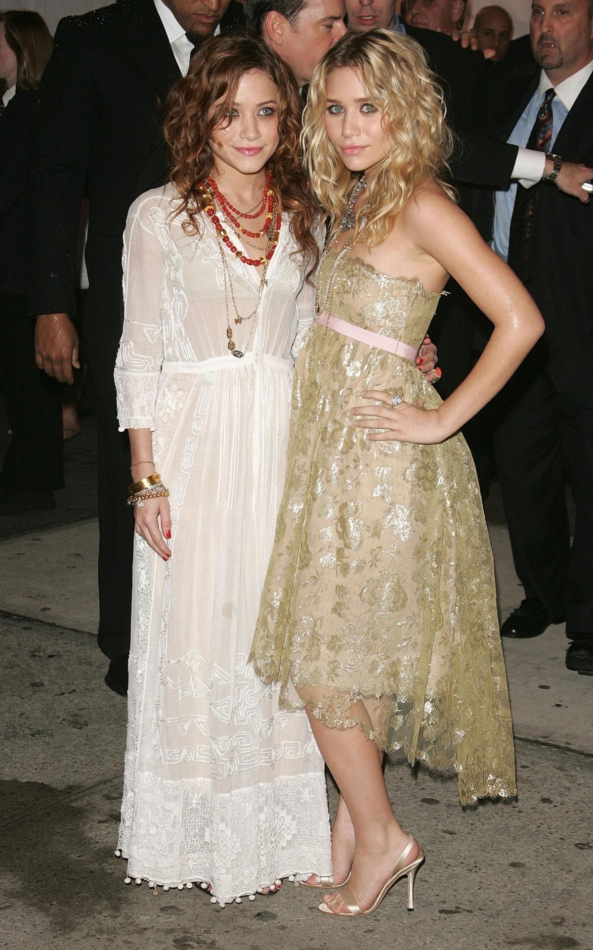 Mary-Kate và Ashley Olsen.