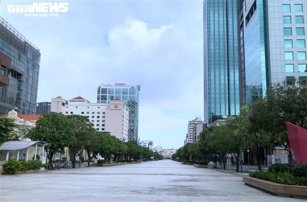 Nguyen Hue pedestrian street is also virtually deserted