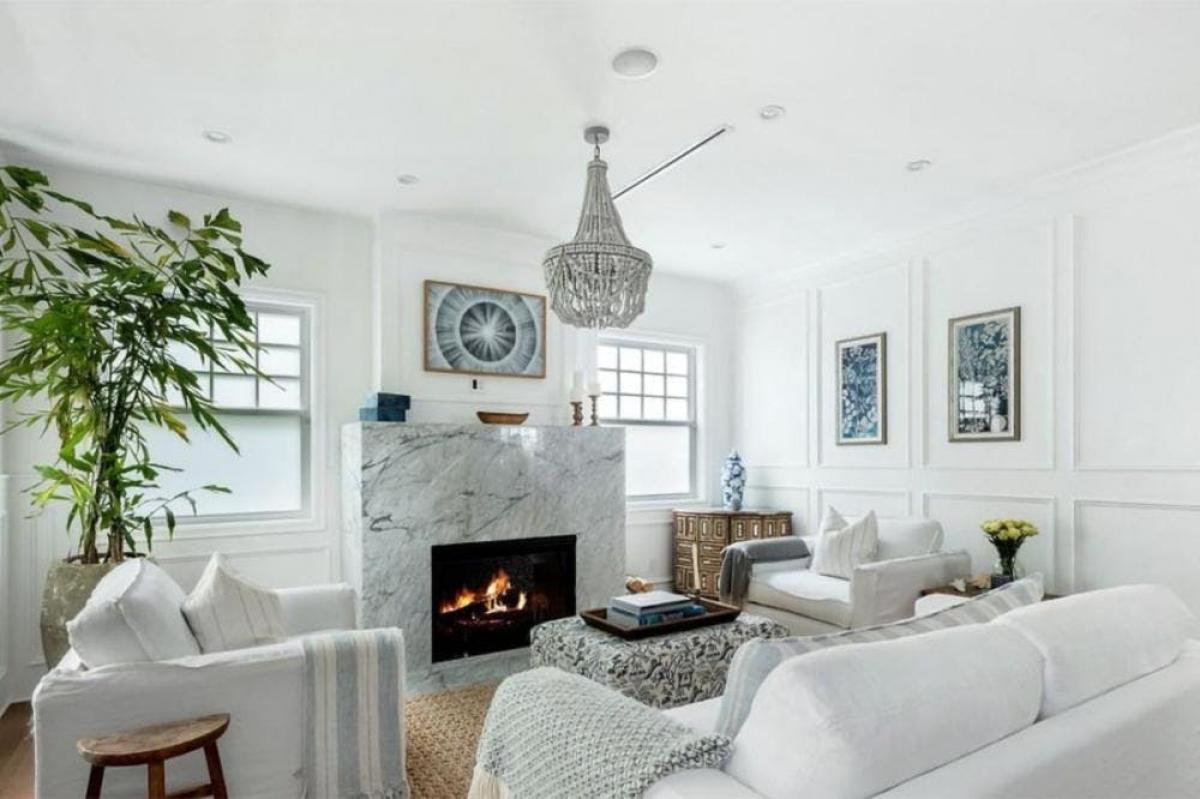Động thái này diễn ra sau khi cô và chồng dọn đến căn nhà sang trọng mới ở Venice Beach, California.