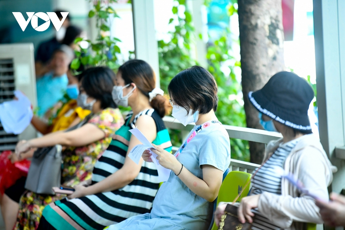 Over 520 pregnant women arrive at Thanh Nhan hospital on September 11 in order to be injected with the COVID-19 vaccine.