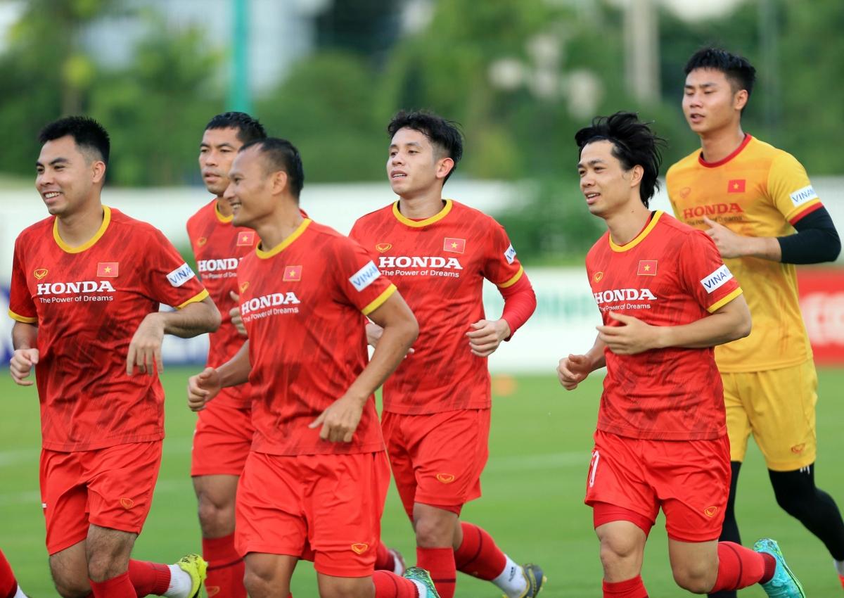 Chiều 16/9, ĐT Việt Nam có buổi tập đầu tiên để chuẩn bị cho các trận đấu với Trung Quốc và Oman.