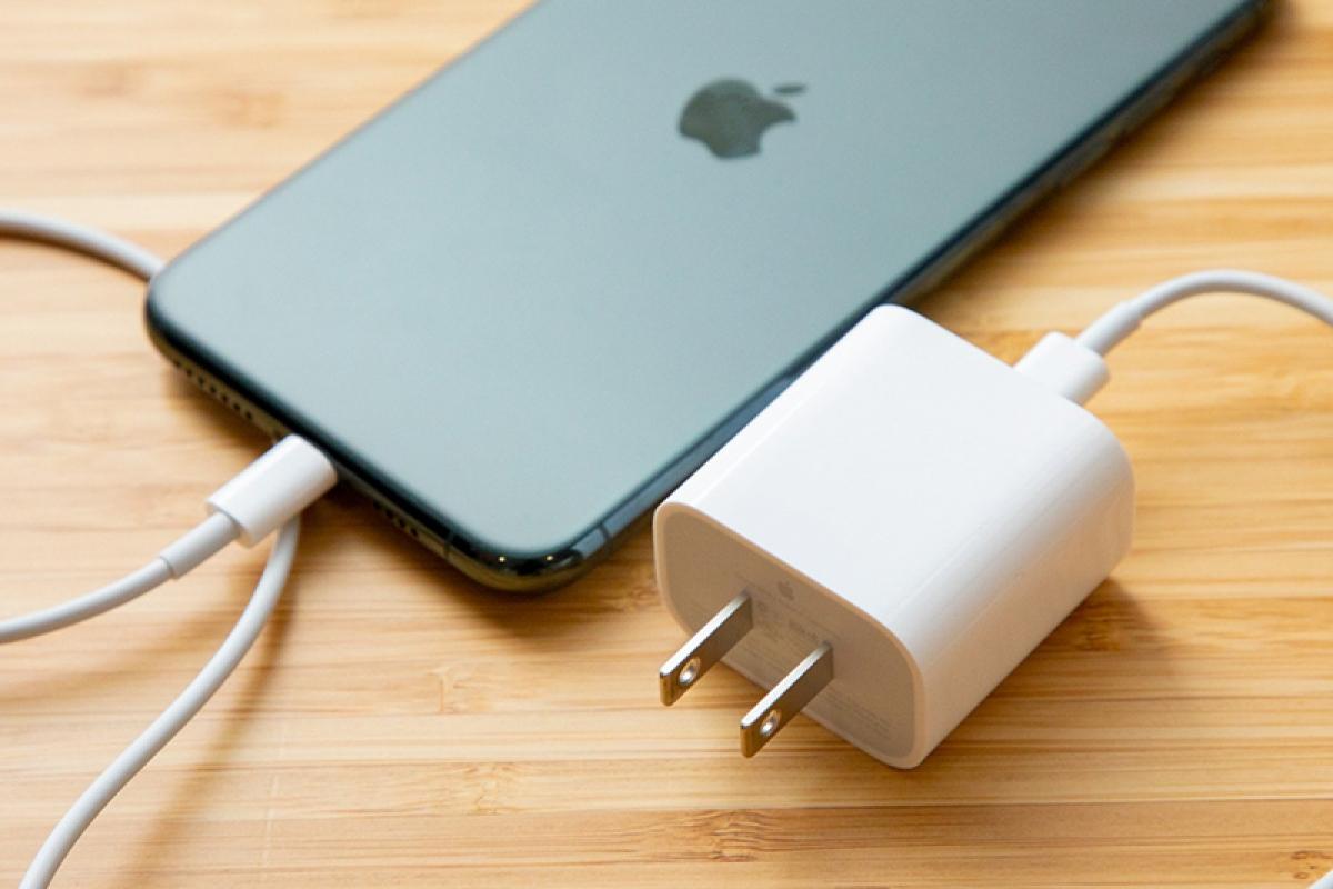 iPhone vẫn đang sử dụng cổng Lightning kể từ iPhone 5 ra mắt năm 2012