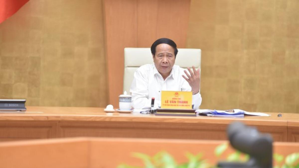 """Phó Thủ tướng Lê Văn Thành tại hội nghị trực tuyến """"Tháo gỡ khó khăn, vướng mắc cho các doanh nghiệp sản xuất tại các khu công nghiệp, khu kinh tế, khu chế xuất, khu công nghệ cao và cụm công nghiệp"""" được tổ chức sáng nay tại Hà Nội."""