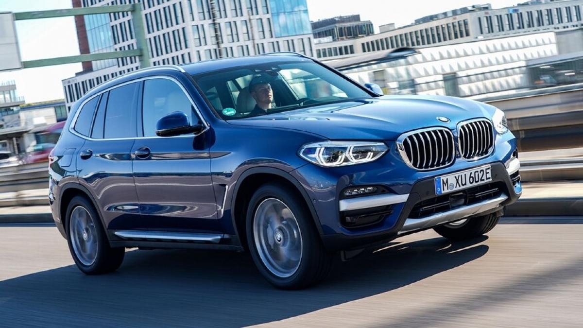 6. BMW X3 xDrive30e Đứng ở vị trí thứ 6 là chiếc X3 lai điện xDrive30e đến từ BMW. Xe sử dụng động cơ i4 2.0 tăng áp, kết hợp cùng mô-tơ điện để tạo ra công suất 288 mã lực. Với hệ dẫn động này, xe có thể đi được 29 km và tốn 3,92 lít xăng cho 100 km khi được sử dụng tối ưu nhất.