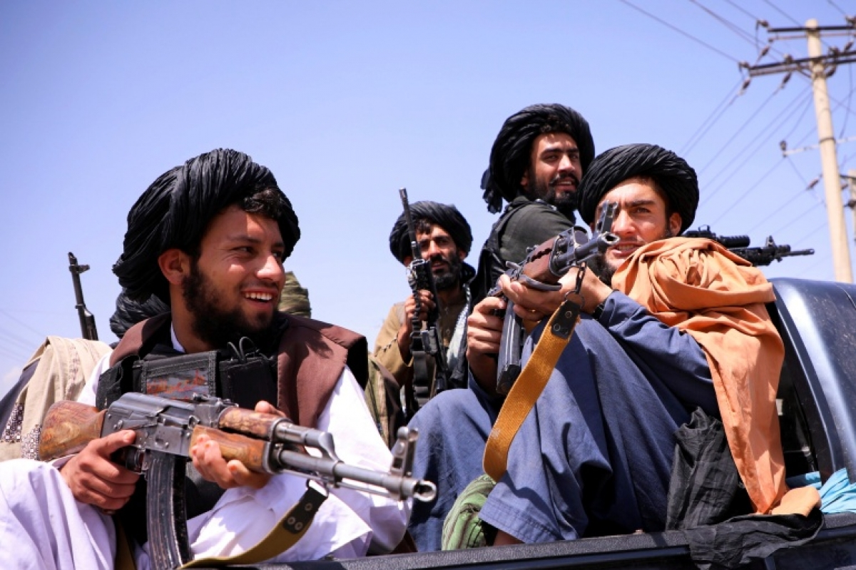 Gia đình của các cựu quan chức nói rằng, các chiến binh Taliban đã chiếm đoạt đồ nhà và ô tô riêng của họ. Ảnh: Reuters