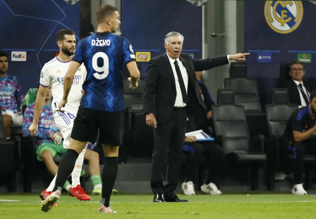 HLV Carlo Ancelotti không thể hài lòng khi Real Madrid đang hoàn toàn bị động trước chủ nhà Inter Milan. (Ảnh: Reuters).