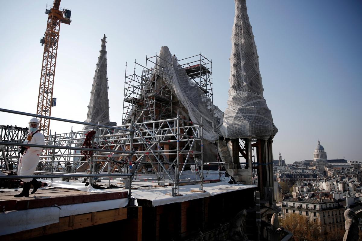 Nhà thờ Đức Bà Paris được sửa chữa phần mái hồi tháng 4/2021. Nguồn: Reuters
